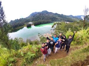 Bukit Sidengkeng dengan view telaga warna Dieng.